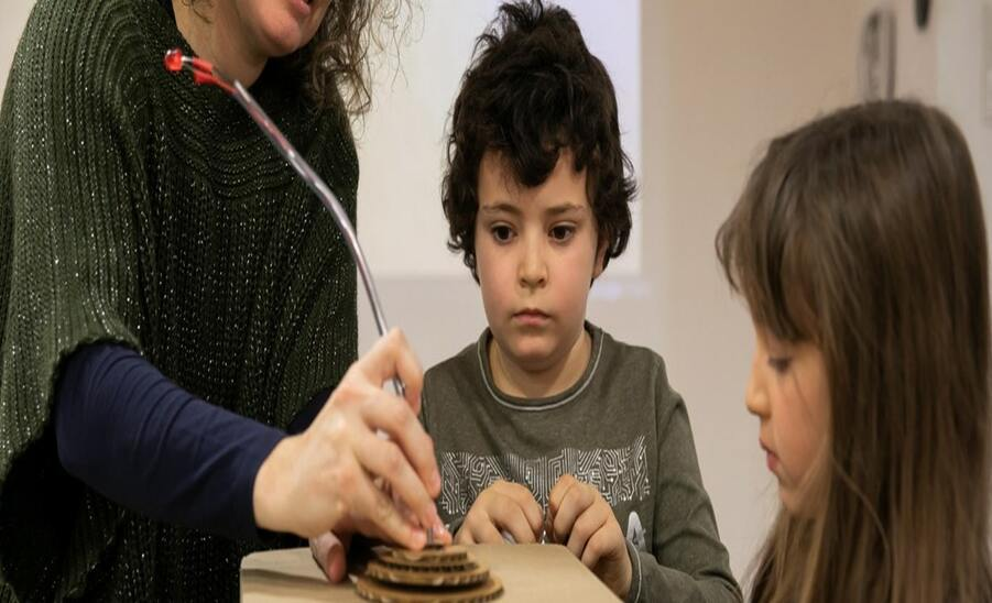 Un programa per a pares de Save the Children